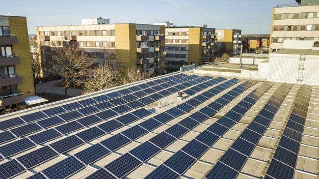 Sistema de energia solar para condominios - paineis fotovoltaicos - energia limpa renovavel - First Energy